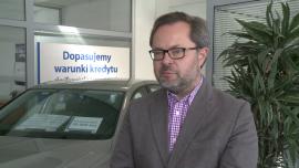 AAA Auto planuje otworzyć kolejne oddziały. Firma po roku działalności na polskim rynku sprzedała ponad 2,5 tys. aut INWESTOR, ,auta używane, samochody, dystrybucja, ekspansja - AAA Auto przymierza się do otwarcia kolejnych oddziałów. Wśród planowanych lokalizacji znajdują się Wrocław, Poznań oraz prawdopodobnie Bydgoszcz. Choć wybór padł na duże miasta, to jak podkreśla Przemysław Vonau, dyrektor generalny spółki, mogłaby ona z powodzeniem funkcjonować także w mniejszych miejscowościach. Powodem jest rosnący popyt na używane auta wśród Polaków. Po pierwszym roku działalności na polskim rynku spółka AAA Auto sprzedała ponad 2,5 tys. samochodów.