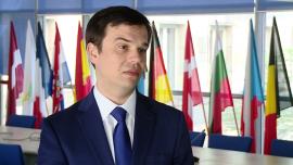 Od maja firmy zyskały dostęp do pierwszych 670 mln zł w ramach Planu Inwestycyjnego dla Europy BIZNES, ,Plan Junckera, Plan Inwestycyjny dla Europy, Dzień Europy, finansowanie zwrotne na innowacyjne projekty - Na kilka dni przed obchodzonym 9 maja Dniem Europy uruchomiono w Polsce dostęp do pierwszych tanich pożyczek dla przedsiębiorców na pobudzenie innowacyjnych inwestycji w ramach Planu Inwestycyjny dla Europy. W całej Unii przewidziano na ten cel 315 mld euro do 2018 roku. Ponieważ Polska jest największym beneficjentem funduszy strukturalnych, w ramach tego planu może otrzymać mniej pieniędzy niż starzy członkowie Unii.