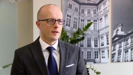 Do końca roku indeksy na GPW mogą wzrosnąć o 5–10 proc. Atrakcyjne okazują się inwestycje w akcje deweloperów mieszkaniowych INWESTOR, ,GPW, deweloperzy, budownictwo mieszkaniowe, złoty - Od początku roku Warszawski Indeks Giełdowy zyskał 2,5 proc., przy czym główne wzrosty nastąpiły w lutym i marcu. Po niemal 10-proc. spadku w 2015 roku wydaje się to być dobrym wynikiem, choć jak zaznaczają eksperci, nie brakuje czynników ryzyka, zarówno wewnętrznych, jak i globalnych. GPW ma jednak szanse na pomnożenie wzrostów do końca roku, a szczególnie interesującą branżą do inwestowania są deweloperzy budujący mieszkania.
