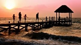 Jak często Polacy jeżdżą na wakacje? Finanse, LIFESTYLE - 53% Polaków jest w stanie wyjechać na wakacje przynajmniej raz w roku i najczęściej wypoczywa w towarzystwie partnera oraz dzieci. Co ciekawe, dla ponad połowy Polaków coroczne wakacje to oznaka luksusu.