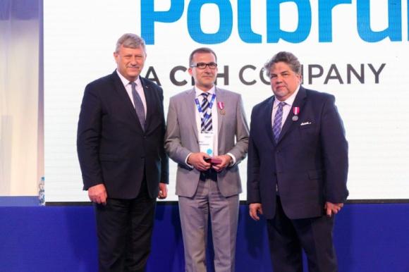 Firma Polbruk SA. uruchomiła w Bydgoszczy nowoczesną linię produkcyjną BIZNES, Gospodarka - W maju br. Polbruk S.A. uruchomił w Bydgoszczy nowoczesną linię produkcyjną. Jest to kolejna inwestycja firmy, która z niewielkiego przedsiębiorstwa stała się ogólnopolską spółką o ugruntowanej pozycji lidera na polskim rynku.
